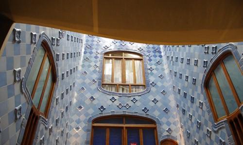 夜もきれいなカザ・バトリョへ行ってきた感想 in バルセロナ