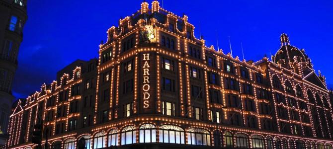 ロンドンのハロッズでお土産と写真を撮る in イギリス