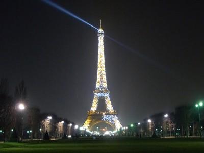 エッフェル塔の写真を撮る in パリ