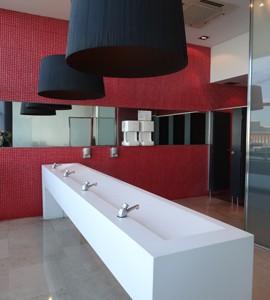 海外旅行中にトイレが近くても大丈夫か?