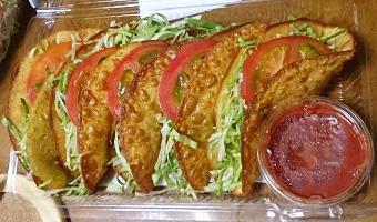 沖縄に行ったらタコスを食べよう! in タコス屋