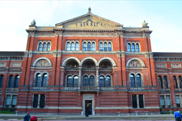 v_and_a_11